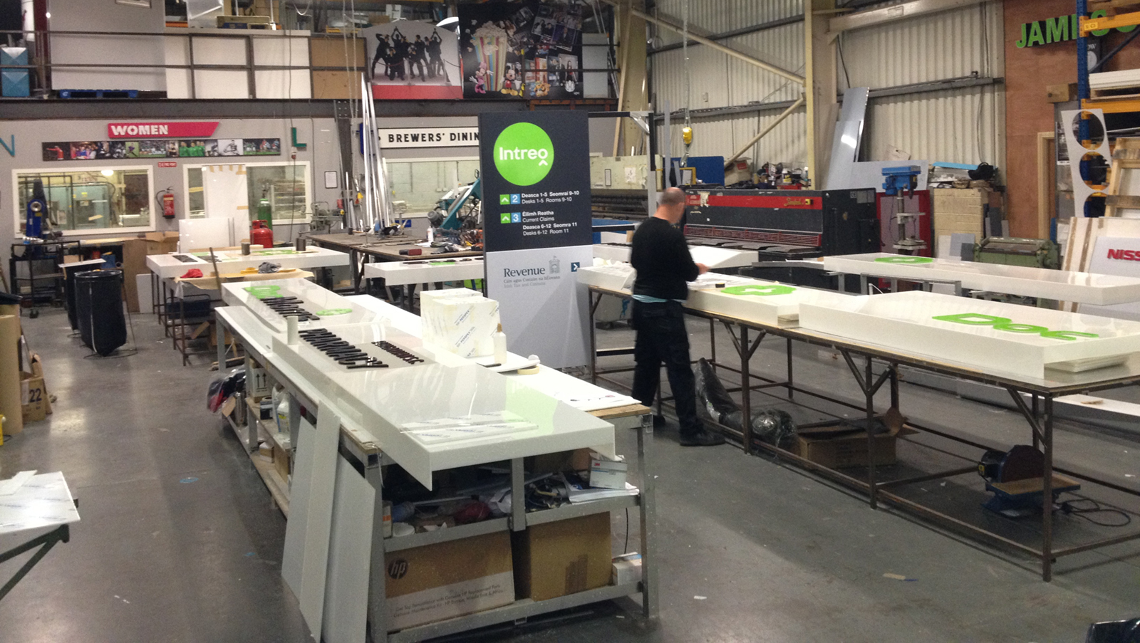 Cuspal Manufacturing Signs